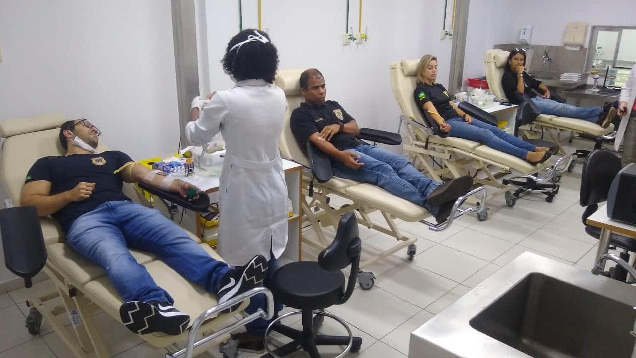 Agentes doam sangue