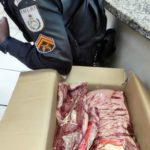 Furtando carne de mercado