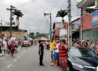 Polícia impede aglomeração em Paraty.