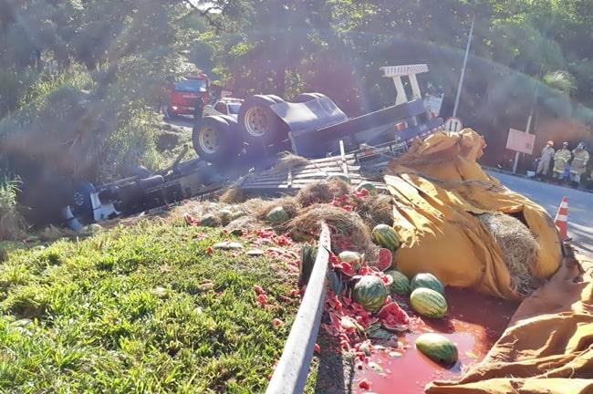 caminhão tomba e mata motorista em Piraí
