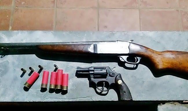 Dois presos com armas ao atacar a PM em Itatiaia