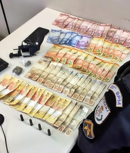 Dinheiro foi apreendido com suspeito baelado