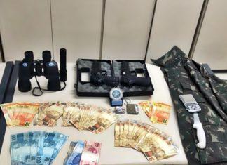 Jovem preso com armas falsas e drogas em VR