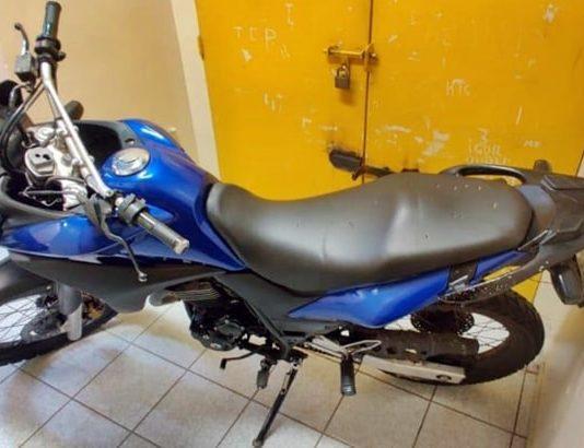 Gerente foge e polícia apreende moto e drogas em Barra Mansa