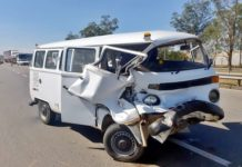 Jovem fica ferido em acidente com Kombi na Dutra