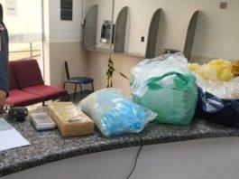 Droga encontrada em carro após fuga de suspeitos, em Volta Redonda
