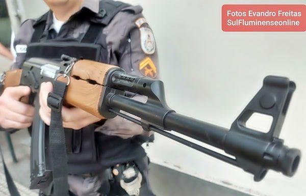 Fuzil AK-47 falso apreendido em VR