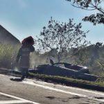 Caminhonete pega fogo em outro acidente perto da Via Dutra, em Volta Redonda