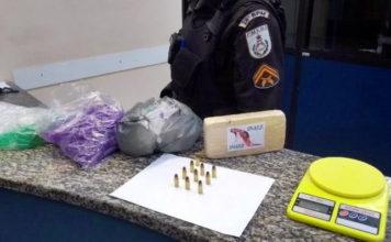 Suspeito de tráfico é preso depois de uma denúncia de agressão contra a mulher