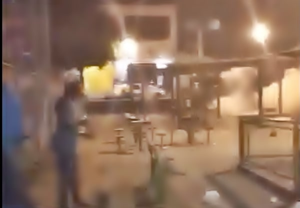 PM acaba com baile clandestino com bombas de gás lacrimogêneo no Siderlândia
