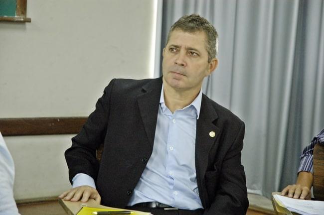 Gothardo passa mau e precisa de atendimento após prisão por suspeita de corrupção