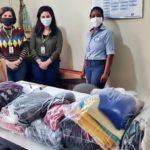 Shopping entrega agasalhos para o Lar dos Velhinhos de Volta Redonda