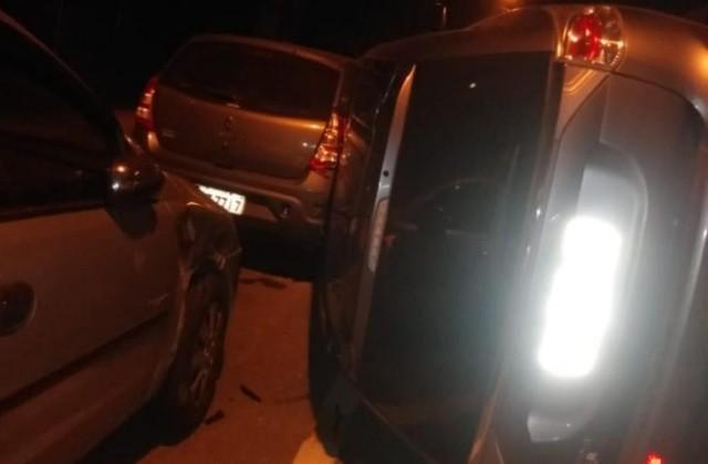Carro tomba em acidente no Monte Castelo