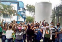 Funcionários de hospital protestam contra atraso de pagamentos da OS