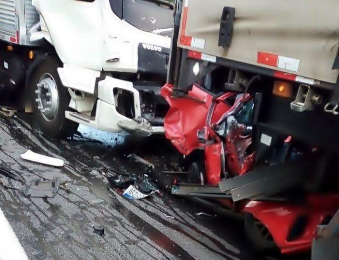 Mulher morre em acidente grave na Via Dutra, em Piraí
