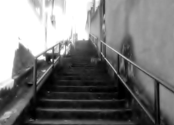 Tiros disparados no escadão de acesso ao morro