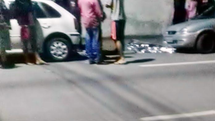 Dupla em moto é atacada a tiros e um homem morre em BM