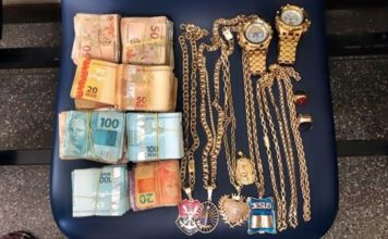 Suspeito preso com dinheiro e joias na Bahia