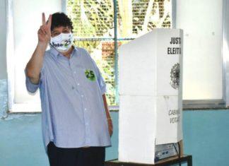 Neto Vota nas eleições de 2020
