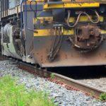 Idosa morre atropelada por trem, em Itatiaia