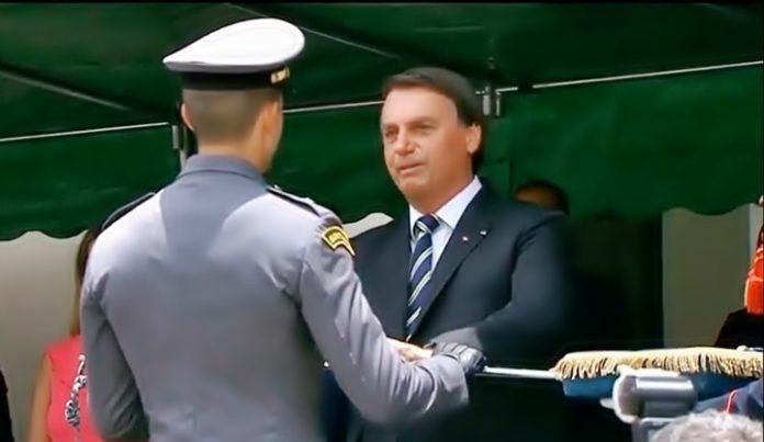 Bolsonaro participa de cerimônia na Aman