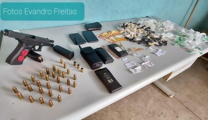Droga e arma foram apreendidas após confronto