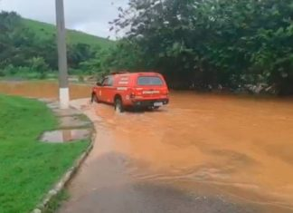 Chuva forte causa alagamentos e transtornos em Três Rios