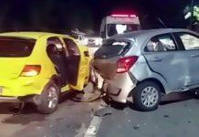 Idoso morre em acidente com três carros e moto na Rio/Santos
