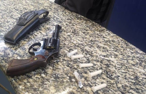 Arma encontrada com suspeito foragido em Volta Redonda