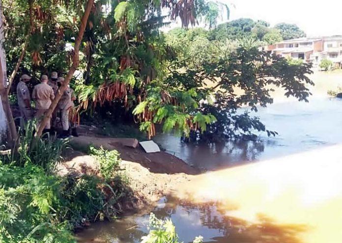 Bombeiros buscam dois desaparecidos no Paraíba do Sul em cidades da região
