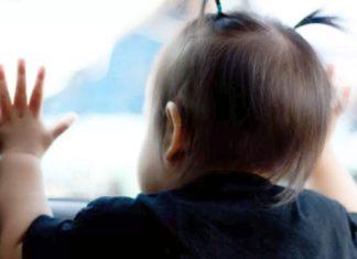 Crianças de 1 e 8 anos são encontradas sozinhas dentro de carro em Barra Mansa