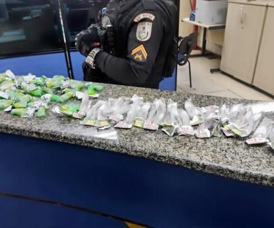 Polícia apreende drogas depois de fuga no Morro da Conquista