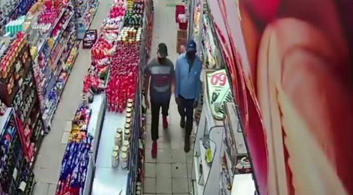 Câmeras flagram dupla de assaltantes em mercado de Volta Redonda