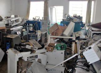 Equipamentos sucateados amontoados no Santa Margarida
