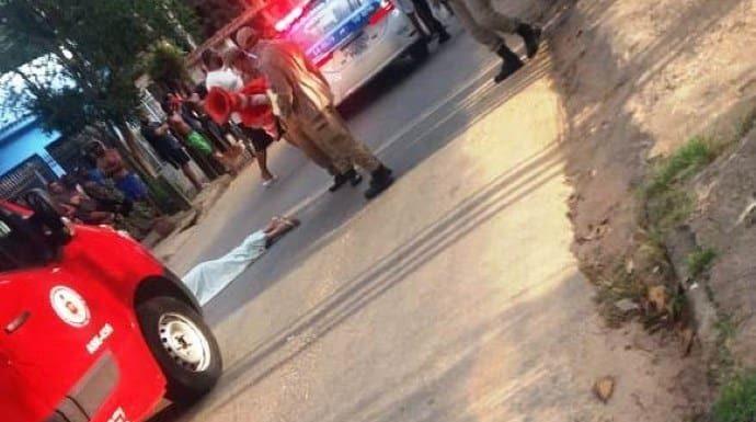 Homem mata a facadas marido da amante no meio da rua