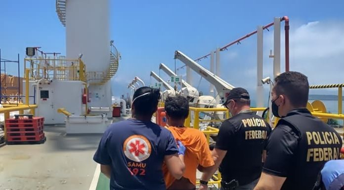 Índio surtado invade plataforma de petróleo em Angra dos Reis