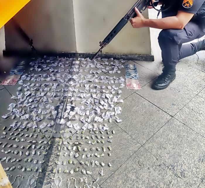 Quatro suspeitos são flagrados com crack, cocaína e maconha em Resende