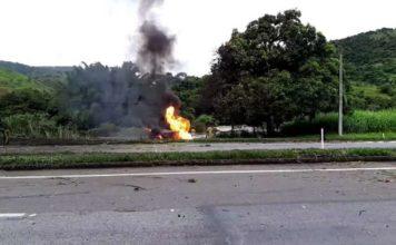 Motorista morre carbonizado em acidente com carreta de gás
