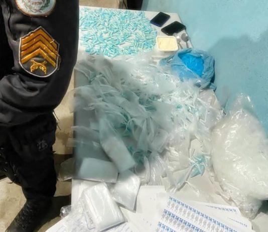 PM apreende mais de 460 pinos de cocaína após fuga em Volta Redonda