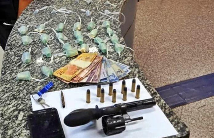Três menores apreendidos com drogas e arma em Barra do Piraí
