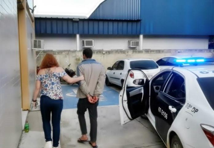 Homem é baleado três vezes na cabeça após discussão por um celular