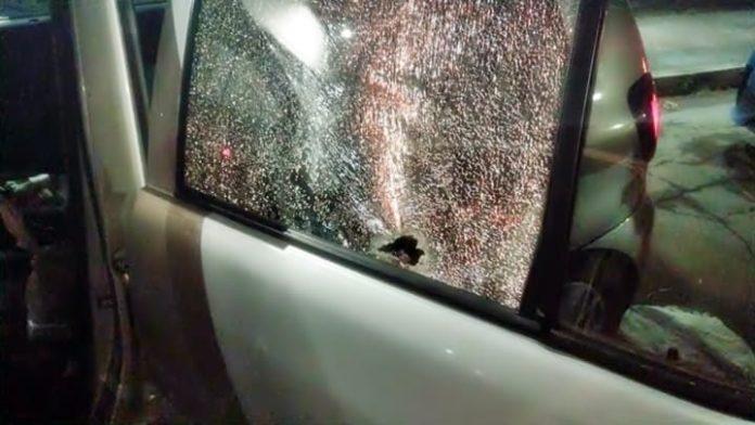 Jovem sofre atentado a tiros dentro de carro em Volta Redonda