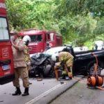 Idoso morre em acidente carro e caminhão na BR-101, em Paraty
