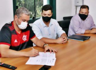 Rodrigo Drable assina convocação de concurso público em Barra Mansa