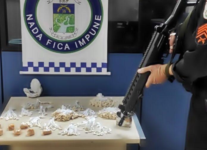 PM apreende 7 tabletes de crack em Paraíba do Sul