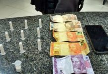 Cocaína é apreendida com dupla dentro de carro de aplicativo em Valença