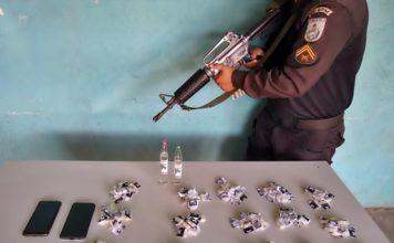 Mãe de suspeito de roubo é presa com droga em casa de Volta Redonda