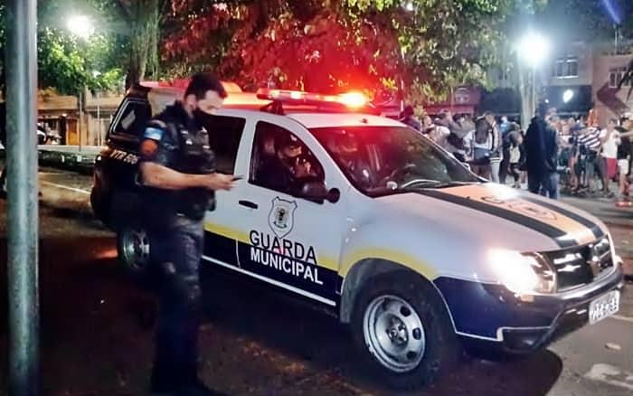 Guarda e PM dispersam centenas de pessoas de praça em VR