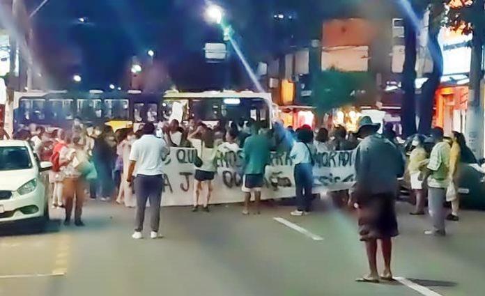 Desabrigados fazem novo protesto com passeata e pedem ajuda a Neto