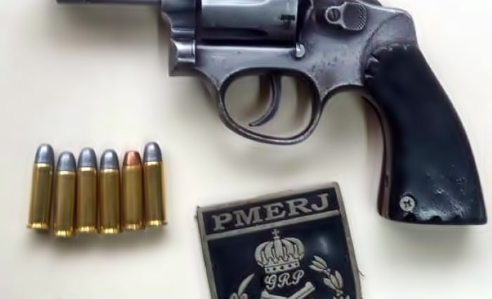 Homem armado na Dutra é detido após perseguição, em Piraí
